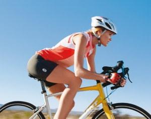 Спортсменка  на велосипеде