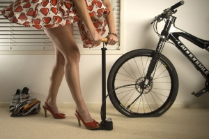 Как накачать колесо