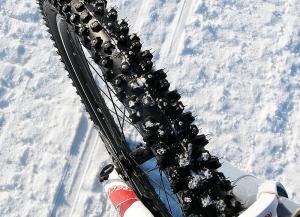 Шипованные колеса велосипеда
