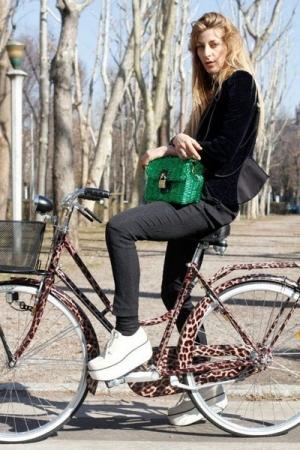 Модель женского велосипеда от Dolce & Gabbana